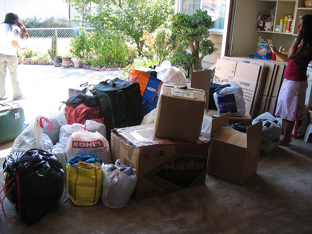 moving-donating-stuff
