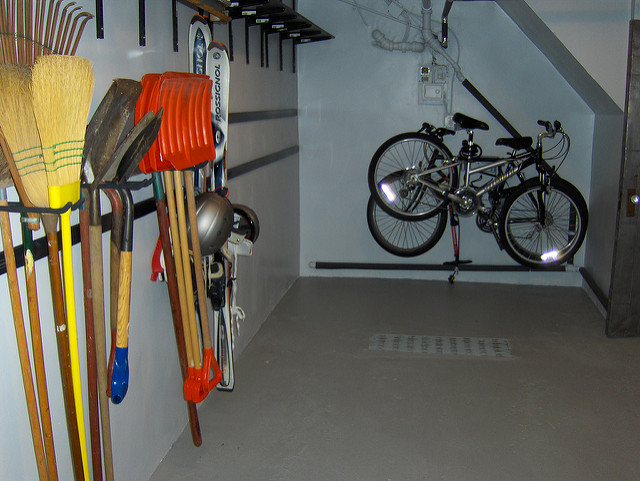 garage-wallhooks-organization